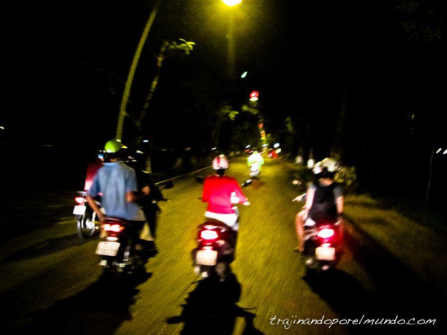 vietnam-fiesta-noche-moto