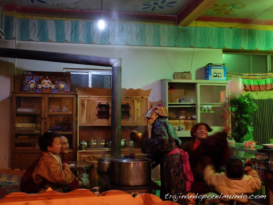 viaje a china, sichuan, viajar a tibet, larung gar, familia tibetana
