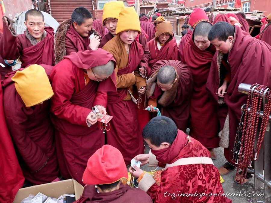 monjas budistas, malas, collar tibetano, religion, amuleto