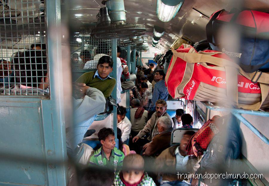viajar sola a India, mujeres, tren, transporte, recomendaciones