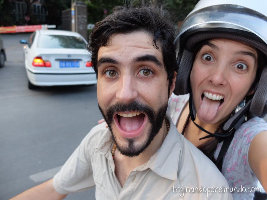 Montando en moto en Chengdu, China
