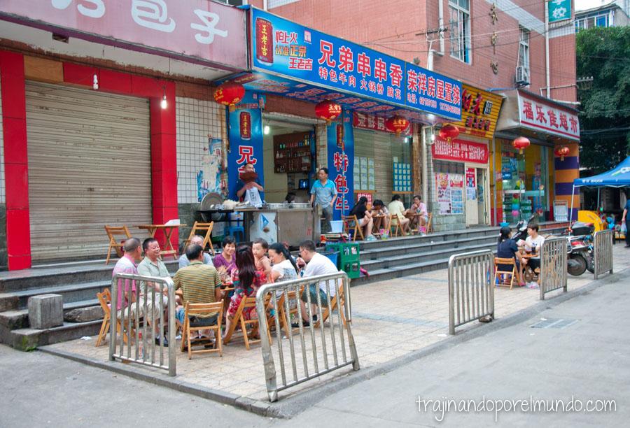 Restaurantes callejeros en Chengdu, China