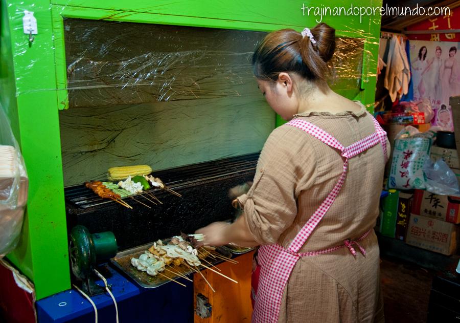 Shaokao, comida típica de Chengdu, China