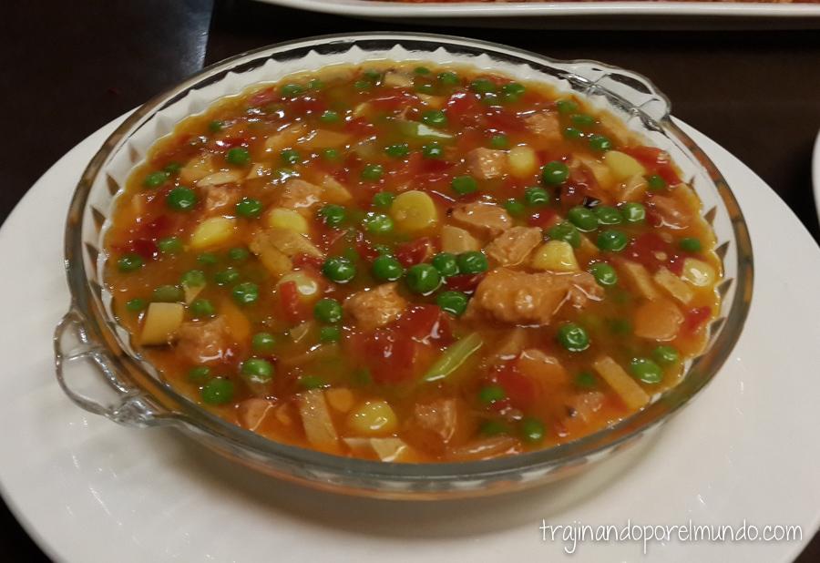 Comida china vegetariana: sopa con seitan