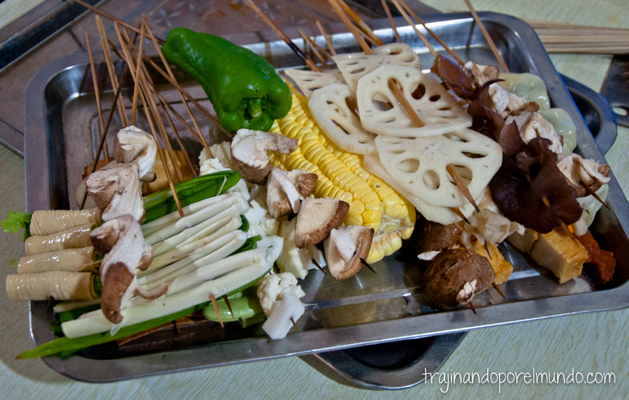 Comida china vegetariana: verduras para barbacoa