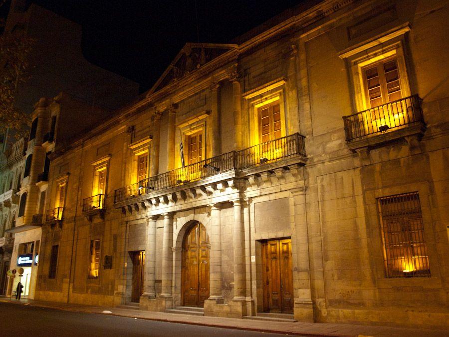 montevideo, ayuntamiento, cabildo, casco historico, uruguay