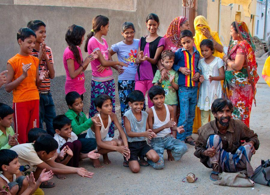 Niños en un espectáculo de magia