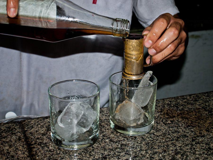 viaje a uruguay, beber grappamiel, montevideo, bar