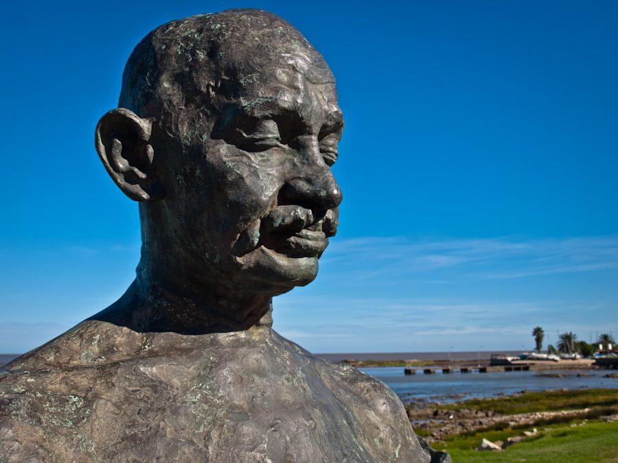 estatua de gandhi, montevideo, rambla, monumentos, uruguay