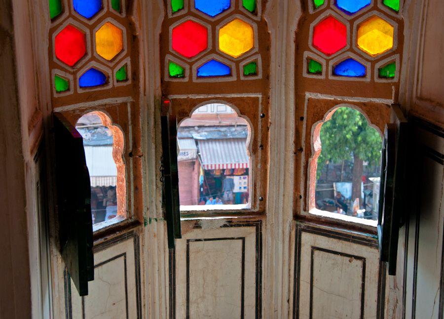 Ventanas del Hawa Mahal o Palacio de los Vientos de Jaipur